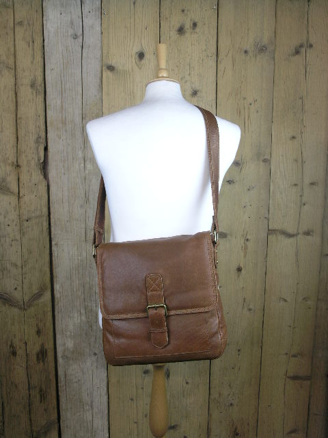 Ashwood 8685 Tan Travel Bag